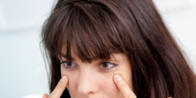 黑眼圈和眼袋的形成原因是什么?要如何预防或遮盖?